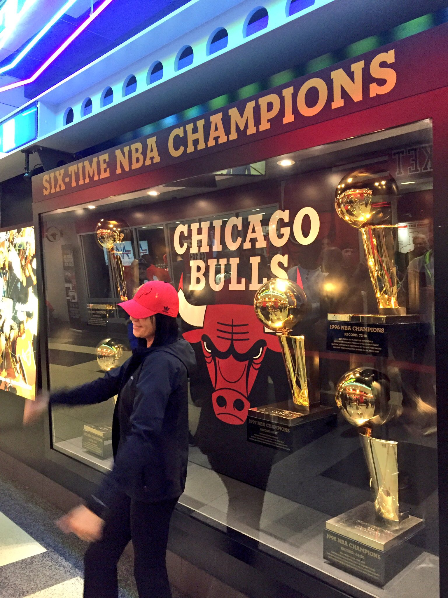 Exterior: Chicago Bulls NBA Fan Experience, United Center, Chicago