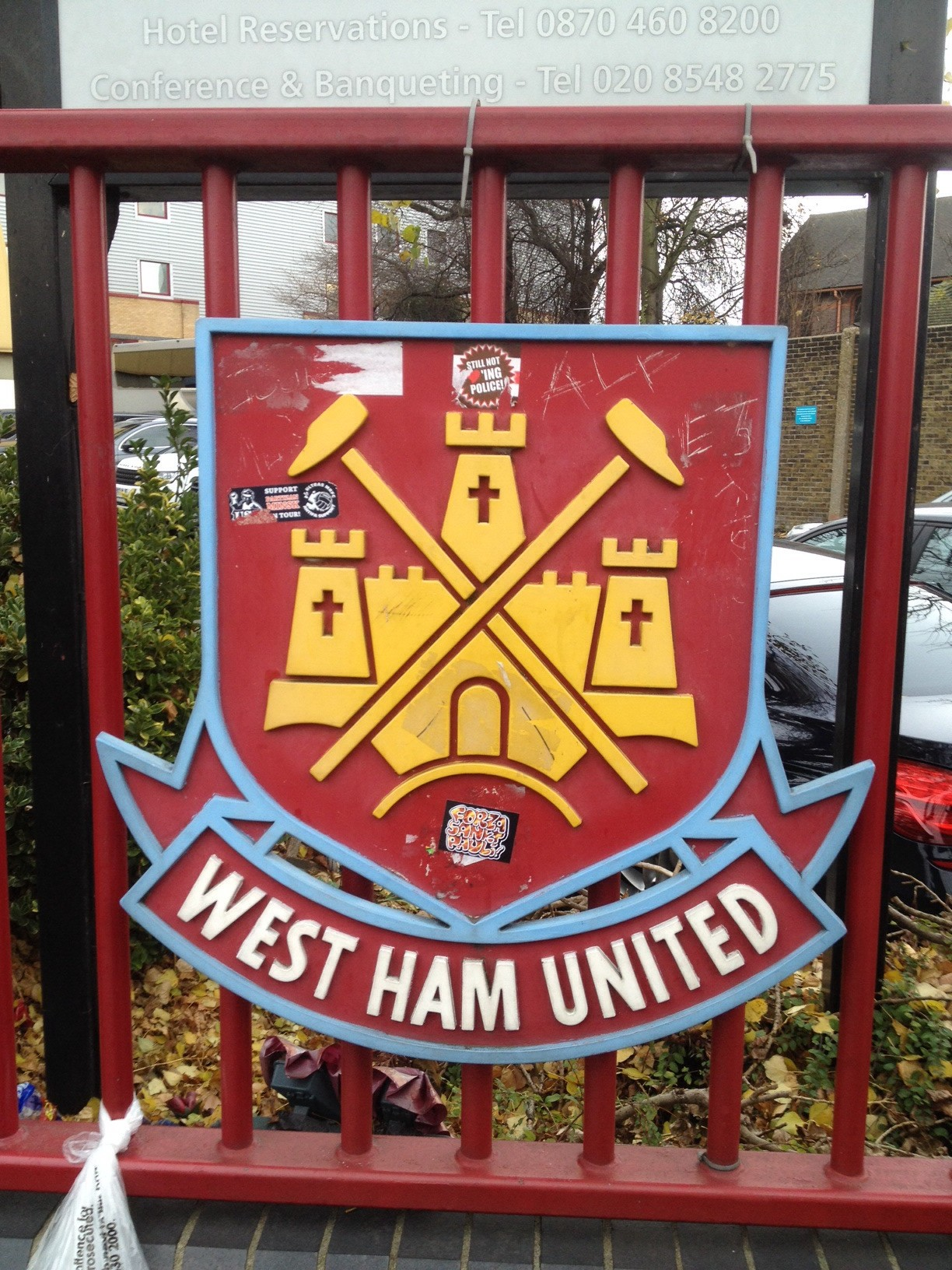 Hammers sign